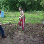 Deca gaje organsko voće i povrće